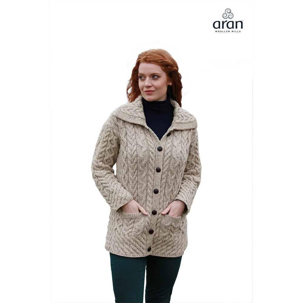 a76070b31b Aran Woollen Mills - Damen-Strickjacke mit großem Kragen, Knöpfen und  Taschen