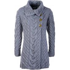 Aran Woollen Mills - lange Damen-Strickjacke mit drei seitlichen Knöpfen